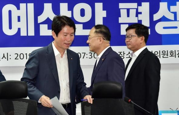 2020 예산안 편성 당정 참석하는 이인영-홍남기