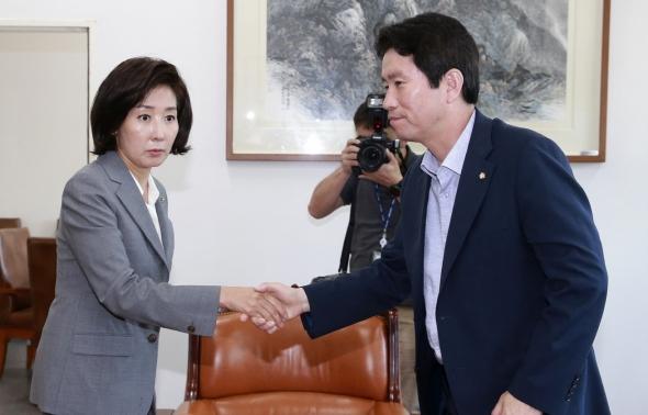 이인영-나경원 '어색한 인사'