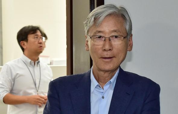 입장 밝히는 여상규 국회 법사위원장
