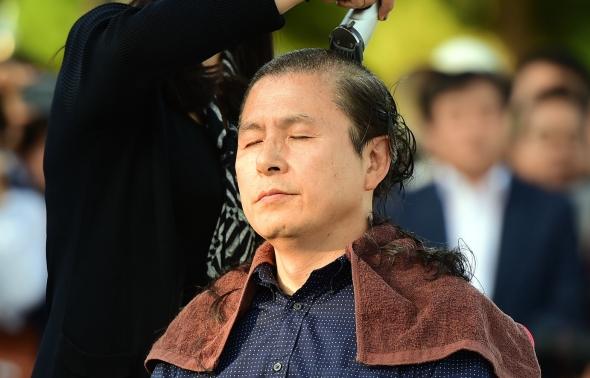 조국 파면 촉구 삭발하는 황교안 대표