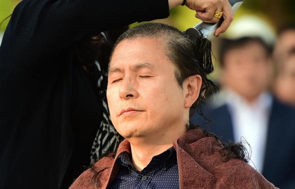 황교안 '헌정유린 중단 삭발투쟁'