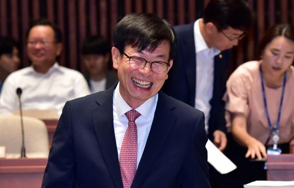민주당 의원 워크숍 참석한 김상조 정책실장