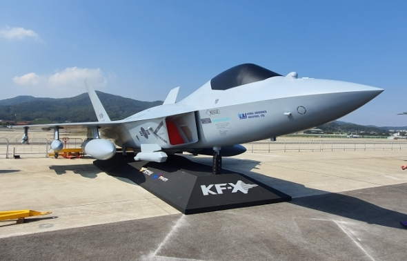 한국형 전투기 KF-X 실물모형 첫 공개