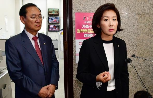 '조국 사퇴' 입장 밝히는 나경원 원내대표