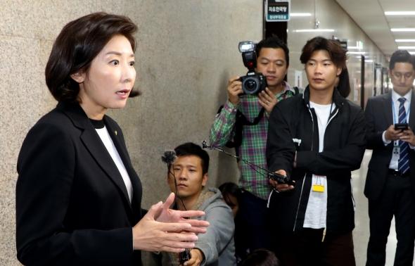 나경원 원내대표 '조국 사퇴는 사필귀정'