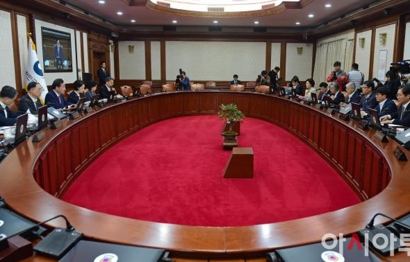 국무회의 주재하는 이낙연 총리