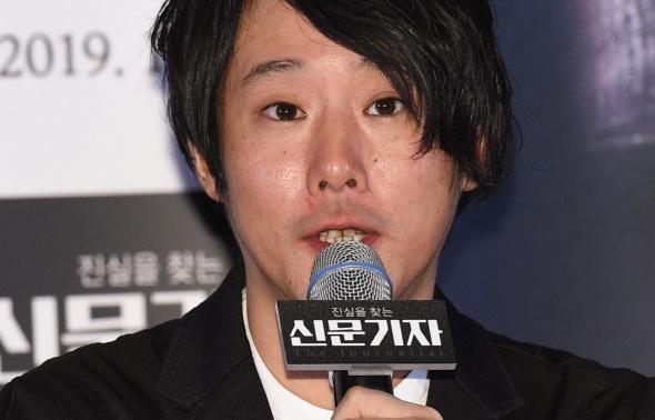 신문기자, 연출 소감 밝히는 후지이 미치히토 감독