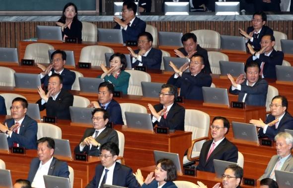 자유한국당 '대통령 공수처 발언에 X'