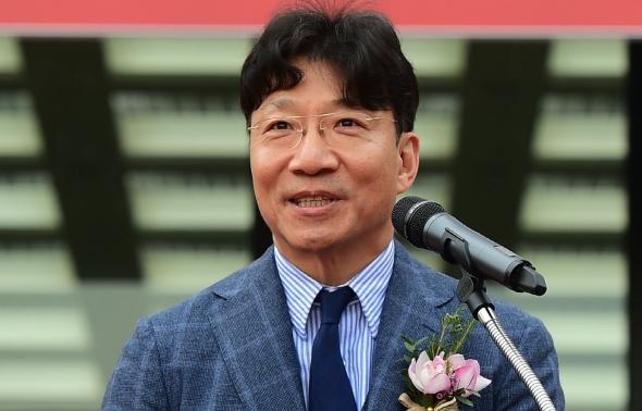 기념사하는 김재호 이사장