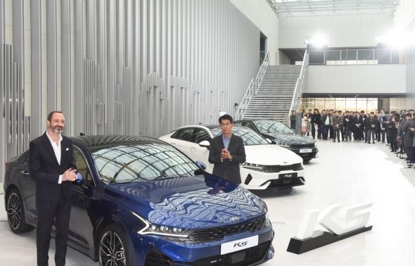 기아자동차, 3세대 'K5' 최초 공개