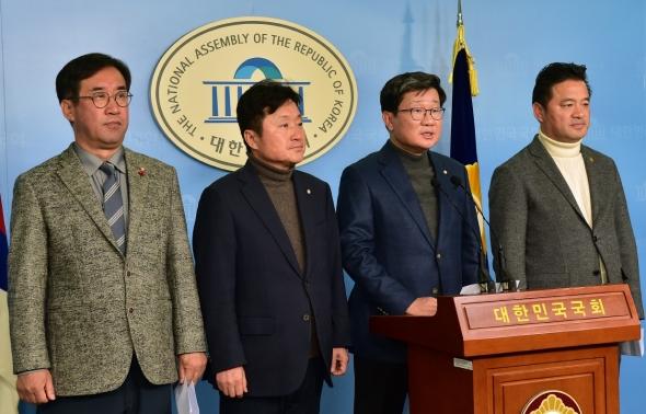 기자회견 갖는 더불어민주당 예결특위 위원들