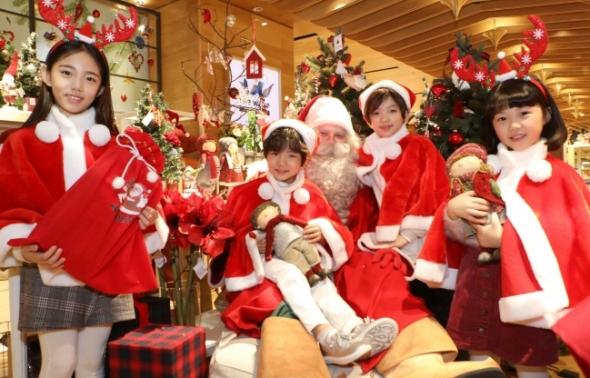 롯데백화점에 등장한 핀란드 산타