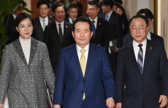 국무회의 참석하는 정세균-홍남기-유은혜