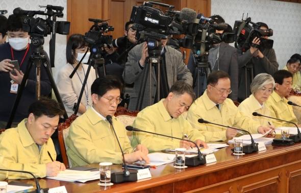 긴급 관계장관회의 참석한 국무위원들