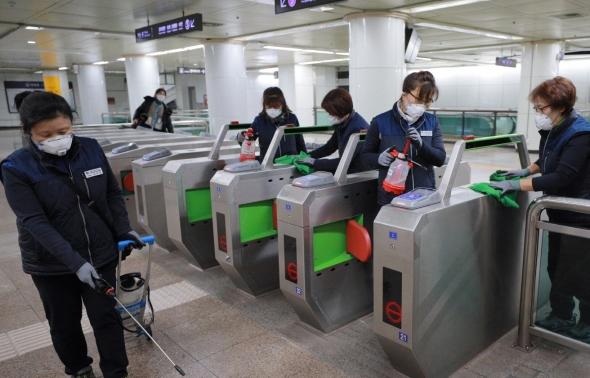 '우한 폐렴' 예방 지하철역 방역 작업