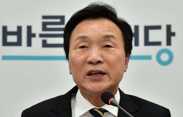손학규 대표 '안철수 퇴진 요구에 공식 거부'