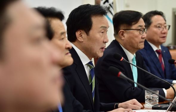 손학규 '셀프제명은 불법행위'