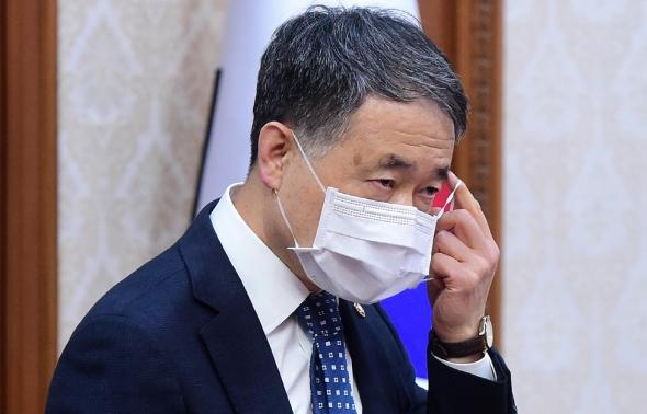 박능후, 마스크 쓰고 국무회의 참석