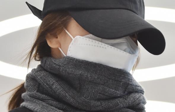 송혜교, 공항패션은 완전무장