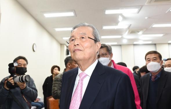 기자회견 마친 김종인