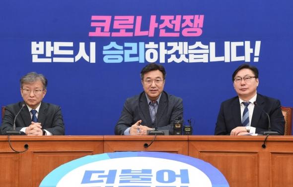 총선 슬로건 발표하는 윤호중 사무총장