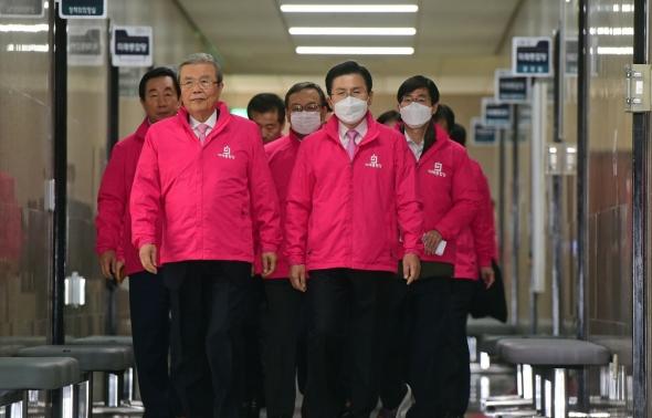 황교안-김종인, 중앙선대위 회의