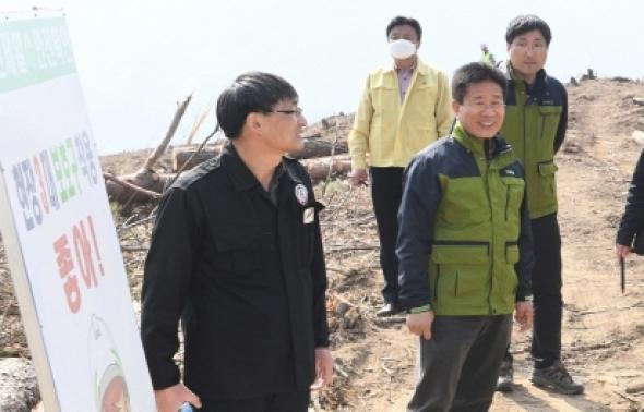 구인모 거창군수, 자작나무 숲 조성현장 점검