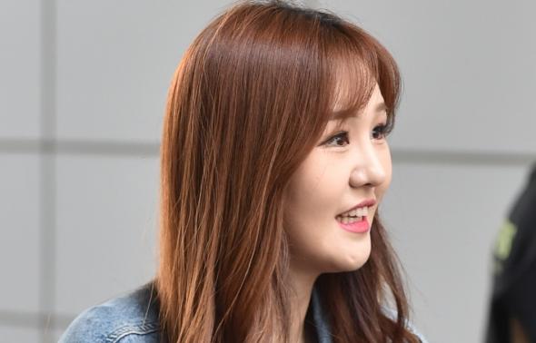 윤수현, 옆 모습도 아름다워