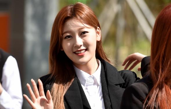 이달의소녀 최리, 반가운 인사!