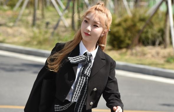 이달의소녀 여진, 당당한 발걸음!