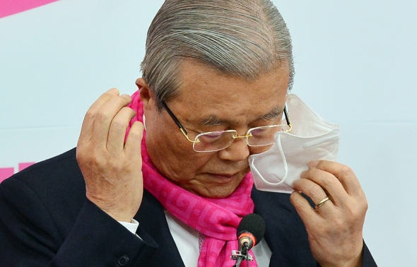 마스크 벗는 김종인 총괄선대위원장