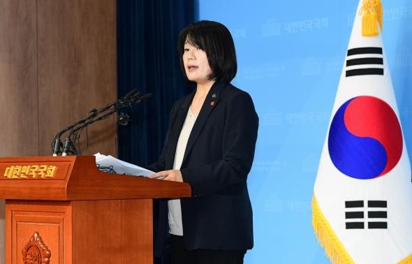 윤미향 '주택 5채 현금 구매, 정대협과 무관'