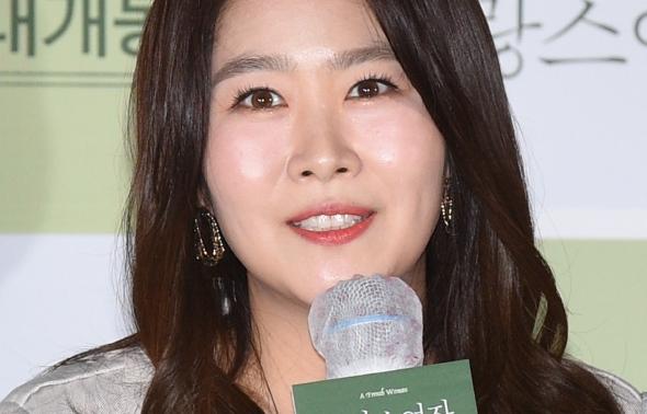 프랑스여자, 인사말하는 김지영