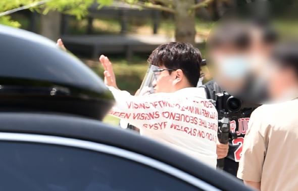 김호중, 팬들에게 인사는 필수!
