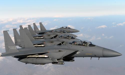 F-15K 전투기편대 탑승해 군사대비태세 점검하는