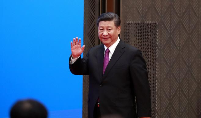 손 흔드는 시진핑