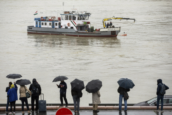 Hungary Boat Accident <YONHAP NO-4651> (AP)
