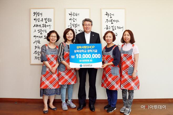 [사진] 김성익 총장과 삼육사랑샵 회원들