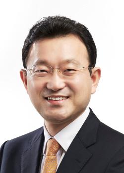 홍석빈 교수 최종 증명 사진