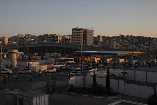 Israel West Bank Crossing <YONHAP NO-1925> (AP)