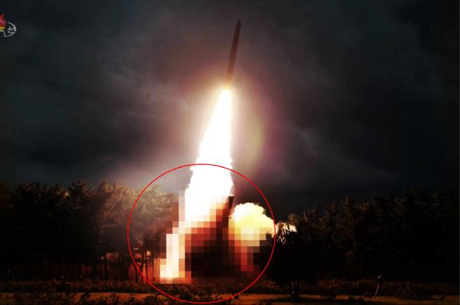 북한TV가 모자이크 처리한 '신형 대구경조종