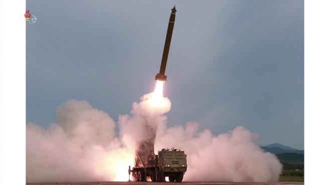 北, 신형 '초대형 방사포' 시험발사<YONHAP NO-3032>