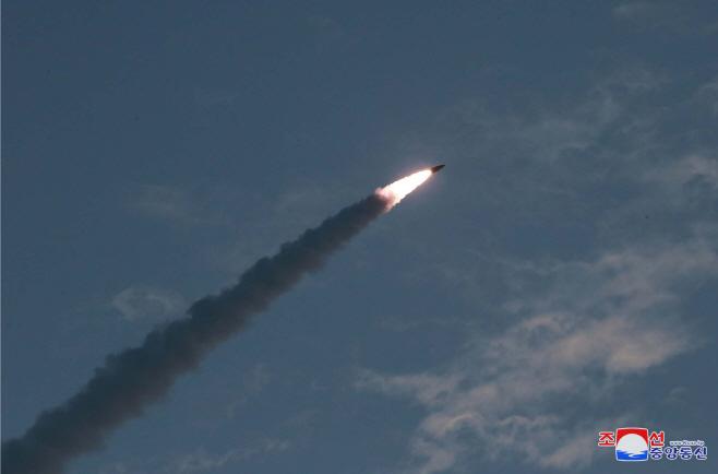 북한, 신형 단거리 탄도 미사일 위력시위사격<YONHAP NO-1071>