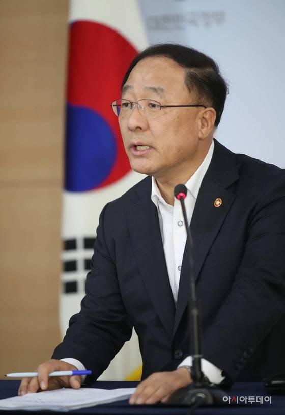 홍남기 부총리 겸 기획재정부 장관