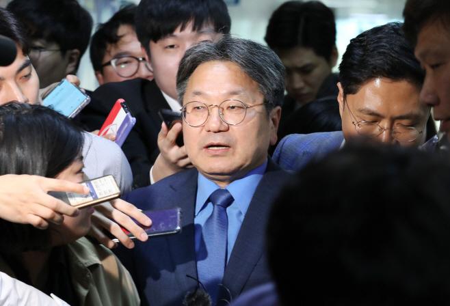 조국사퇴, 이해찬 대표 찾은 강기정 청와대 정무수석