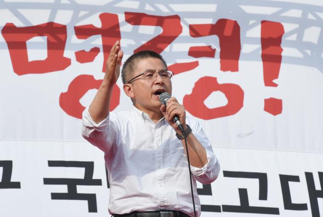 [포토]'국정대전환 촉구 국민보고대회' 연설하는 황교안 대표