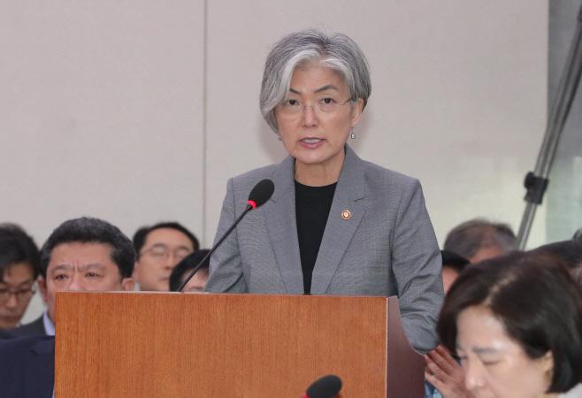 한영FTA 비준동의안 외통위 의결 후 인사말하는 강경화