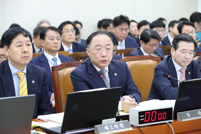 발언하는 홍남기 기획재정부 장관