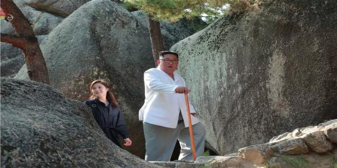 김정은, 금강산관광 현지지도…리설주 동행 확인
