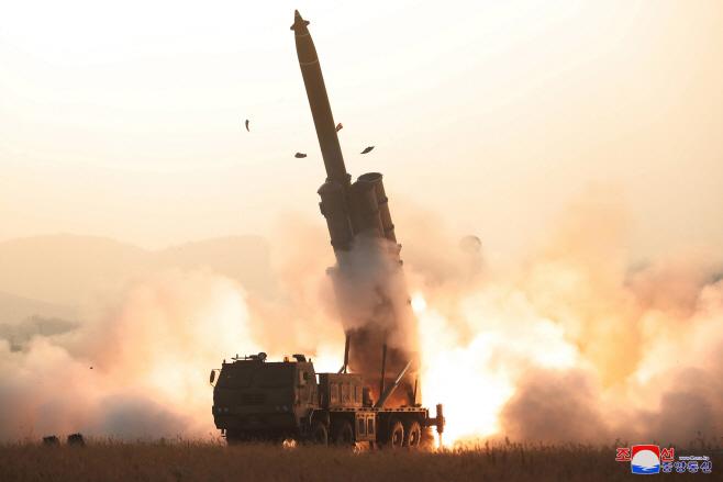 북한, 초대형 방사포 시험사격